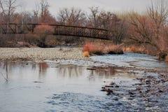 Μια γέφυρα ποδιών που διασχίζει τον ποταμό Boise Στοκ φωτογραφίες με δικαίωμα ελεύθερης χρήσης