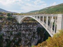 Μια γέφυρα που τρέχει πέρα από τα φαράγγια du Verdon Στοκ Εικόνες