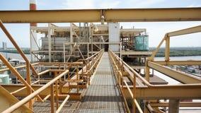 Μια γέφυρα στο εργοτάξιο εφαρμοσμένης μηχανικής, εγκαταστάσεις παραγωγής ενέργειας Στοκ Εικόνες