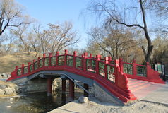 Μια γέφυρα στο πάρκο Yuanmingyuan Στοκ Φωτογραφίες