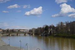 Μια γέφυρα στο Τορίνο και Murazzi Στοκ εικόνες με δικαίωμα ελεύθερης χρήσης