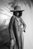 Μια γοητευτική νέα γυναίκα με τη χαλαρή τρίχα Στοκ εικόνες με δικαίωμα ελεύθερης χρήσης