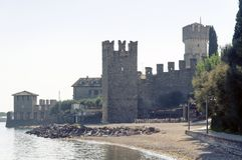 Μια γραφική άποψη του αρχαίου φρουρίου πετρών ονόμασε Scaligero Castle στοκ εικόνες με δικαίωμα ελεύθερης χρήσης