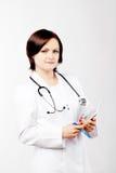 Νέος θηλυκός γιατρός με το PC ταμπλετών στηθοσκοπίων ANS Στοκ εικόνες με δικαίωμα ελεύθερης χρήσης