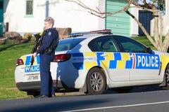 Μια γυναίκα μέλος της αστυνομίας της Νέας Ζηλανδίας και ενός περιπολικού της Αστυνομίας Στοκ Φωτογραφίες