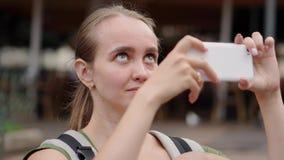 Μια γυναίκα με ένα μωρό ταξιδεύει στην Ισπανία και παίρνει την όμορφη θέα σε ένα κινητό τηλέφωνο φιλμ μικρού μήκους