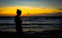 Μια γυναίκα σκιαγραφιών Στοκ Εικόνα