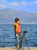Μια γυναίκα στη λίμνη Στοκ Φωτογραφία