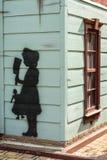 Μια διατάραξη επισύρει την προσοχή σε έναν τοίχο στοκ εικόνες με δικαίωμα ελεύθερης χρήσης
