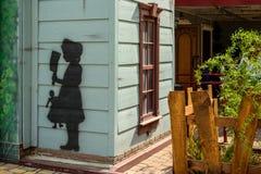 Μια διατάραξη επισύρει την προσοχή σε έναν τοίχο στοκ φωτογραφία με δικαίωμα ελεύθερης χρήσης