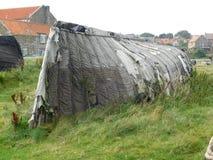 Μια εγκαταλελειμμένη βάρκα σε Lindisfarne το ιερό νησί Στοκ εικόνες με δικαίωμα ελεύθερης χρήσης