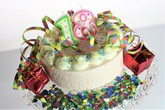 Μια εικόνα έννοιας ενός κέικ γενεθλίων - γενέθλια 18 Στοκ Φωτογραφίες