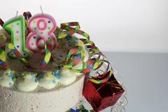 Μια εικόνα έννοιας ενός κέικ γενεθλίων - γενέθλια 18 Στοκ Εικόνα