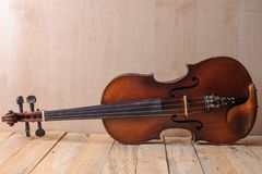 Μια εικόνα βιολιών στο άσπρο υπόβαθρο Στοκ φωτογραφία με δικαίωμα ελεύθερης χρήσης
