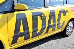 Μια εικόνα ενός λογότυπου ADAC - Luegde/Γερμανία - 10/01/2017 Στοκ Εικόνες