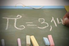 Μια εικόνα του αριθμού pi στο σχολικό πίνακα με την κιμωλία Στοκ φωτογραφία με δικαίωμα ελεύθερης χρήσης