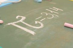 Μια εικόνα του αριθμού pi στο σχολικό πίνακα με την κιμωλία Στοκ φωτογραφίες με δικαίωμα ελεύθερης χρήσης