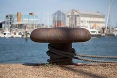 Μια ελλιμενίζοντας αποβάθρα για να συνδέσει τις βάρκες και τα πορθμεία στο λιμένα Dunkirk Στοκ εικόνα με δικαίωμα ελεύθερης χρήσης