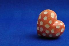 Μια επισημασμένη κόκκινη και άσπρη καρδιά Στοκ Εικόνες