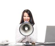 Μια επιχειρηματίας που κραυγάζει με megaphone Στοκ Φωτογραφία