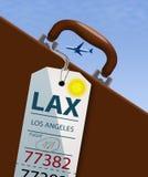 Μια ετικέττα αποσκευών αερογραμμών κρεμά από μια βαλίτσα ή έναν χαρτοφύλακα δεδομένου ότι ένα επιβατηγό αεροσκάφος πετά υψηλό ανω απεικόνιση αποθεμάτων