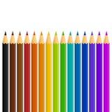 Μια ευθεία γραμμή διανυσματικών μολυβιών χρώματος/χρώματος ουράνιων τόξων σε ένα άσπρο υπόβαθρο Στοκ Εικόνα
