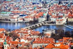 Μια ευρεία άποψη της πόλης της Πράγας και του ποταμού Vltava Στοκ εικόνα με δικαίωμα ελεύθερης χρήσης