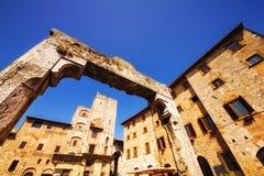 Μια ευρεία γωνία που πυροβολείται Cisterna της Della πλατειών στο SAN Gimignano, μια περιοχή παγκόσμιων κληρονομιών στην Τοσκάνη Στοκ φωτογραφίες με δικαίωμα ελεύθερης χρήσης