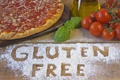 Μια ελεύθερη πίτσα γλουτένης στο υπόβαθρο Στοκ φωτογραφίες με δικαίωμα ελεύθερης χρήσης