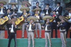 Μια ζώνη mariachi αποδίδει για το Clinton/το Gore στοκ φωτογραφία