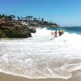 Μια ημέρα στην παραλία για Surfers Στοκ εικόνες με δικαίωμα ελεύθερης χρήσης