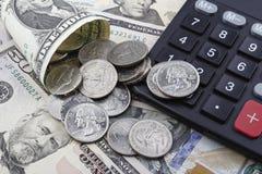 Μια ημέρα στην τράπεζα (νομίσματα και χαρτονομίσματα Δολ ΗΠΑ) Στοκ φωτογραφία με δικαίωμα ελεύθερης χρήσης
