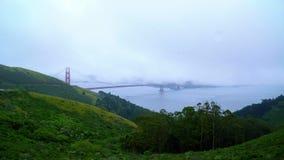 Μια ημέρα foogy στο Σαν Φρανσίσκο - χρυσή γέφυρα πυλών στην υδρονέφωση φιλμ μικρού μήκους