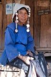Μια ηλικιωμένη γυναίκα από την εθνική ομάδα Akha Στοκ Εικόνα