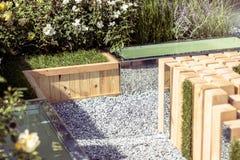 Μια θέση του υπολοίπου στον κήπο, ξύλινη αρχιτεκτονική Τονισμένη εικόνα στοκ εικόνες