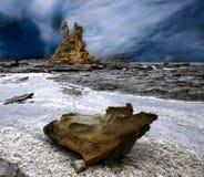 Μια θύελλα συλλέγει πέρα από μια δύσκολη επάνθιση Στοκ φωτογραφίες με δικαίωμα ελεύθερης χρήσης