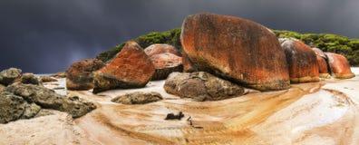 Μια θύελλα πλησιάζει τη Squeaky παραλία Στοκ Εικόνες