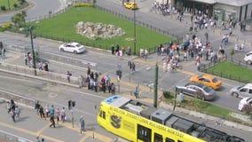 Μια διάβαση πεζών γρήγορα προς τα εμπρός στη Ιστανμπούλ, Τουρκία απόθεμα βίντεο