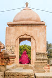Μια ινδή γυναίκα που λατρεύει Shiva Στοκ Φωτογραφία