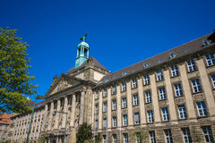 Μια ιστορική πρόσοψη του ανώτατου δικαστηρίου Στοκ εικόνα με δικαίωμα ελεύθερης χρήσης