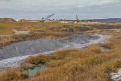 Μια ισχυρή dragline εργασία εκσκαφέων σε έναν άργιλο εξορύσσει Στοκ φωτογραφία με δικαίωμα ελεύθερης χρήσης
