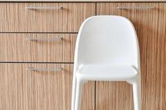 Μια καρέκλα στην κουζίνα στο Σκανδιναβικό ύφος στοκ φωτογραφίες με δικαίωμα ελεύθερης χρήσης