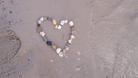 Μια καρδιά που γίνεται στα rhinestones στοκ εικόνα
