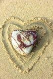 Μια καρδιά-διαμορφωμένη πέτρα στοκ φωτογραφίες