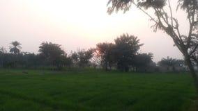 Μια καταπληκτική άποψη σούρουπου στο χωριό στοκ φωτογραφίες