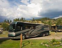 Μια κατηγορία Α ένα λεωφορείο που υποστηρίζει σε μια θέση για κατασκήνωση στο Κολοράντο στοκ φωτογραφίες