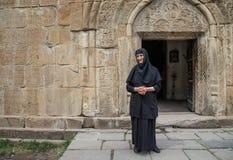 μια καλόγρια σε μια πόρτα ενός παλαιού μοναστηριού σε Ananuri, Γεωργία Στοκ εικόνες με δικαίωμα ελεύθερης χρήσης