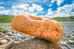 Μια κινηματογράφηση σε πρώτο πλάνο μιας πέτρας στοκ φωτογραφίες