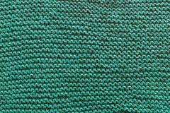 Μια κινηματογράφηση σε πρώτο πλάνο ενός πράσινου πλεκτού πουλόβερ Στοκ φωτογραφία με δικαίωμα ελεύθερης χρήσης