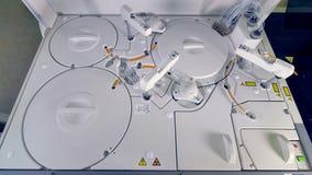 Μια κλινική αυτόματη συσκευή ανάλυσης βιοχημείας στην εργασία φιλμ μικρού μήκους